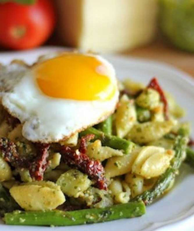 Pesto-Pasta-with-Asparagus-Sun-Dried-Tomatoes