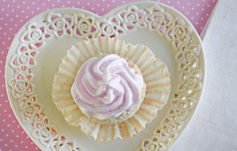 Sweet-Light-Angel-Food-Cupcakes-with-Meringue-Icing