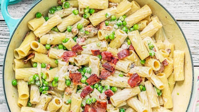 Creamy Alfredo with Bacon and Peas