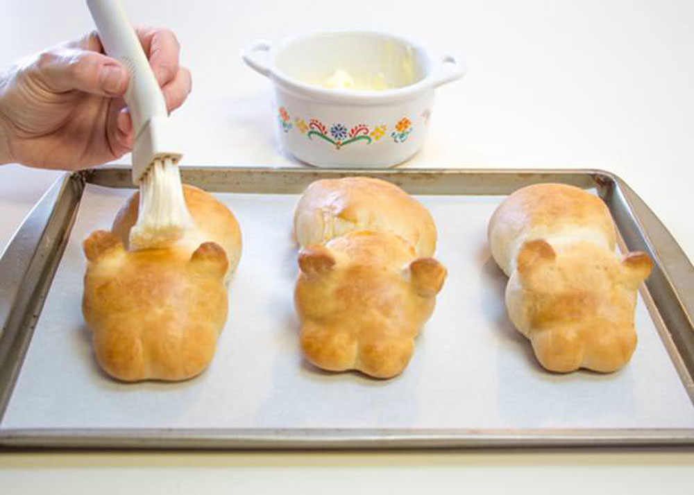 4_bake-and-brush-with-butter