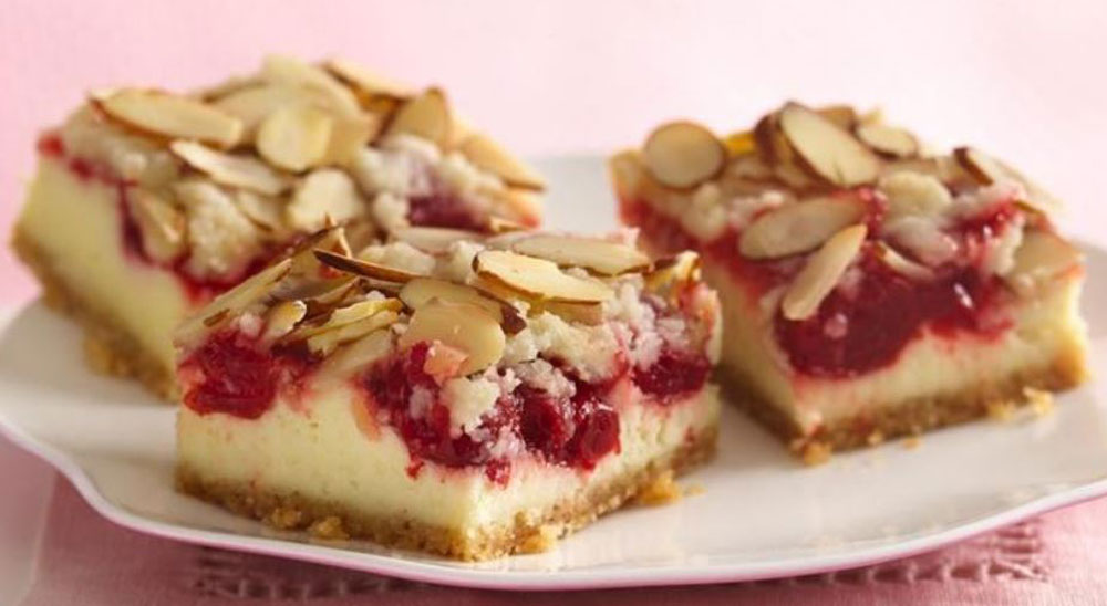 Almond-Streusel-Cherry-Cheesecake-Bars