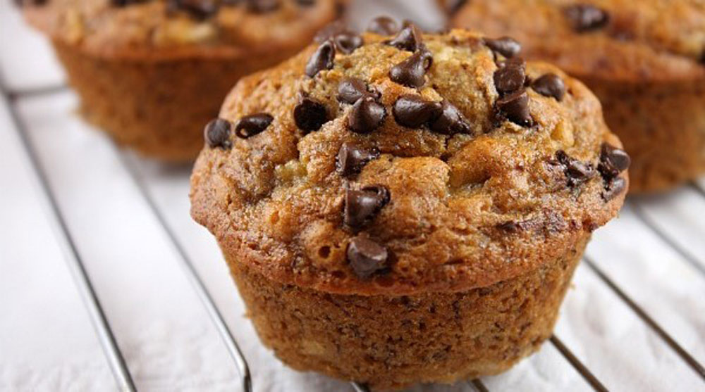 Low-Fat-Banana-Oatmeal-Chocolate-Chip-Muffins