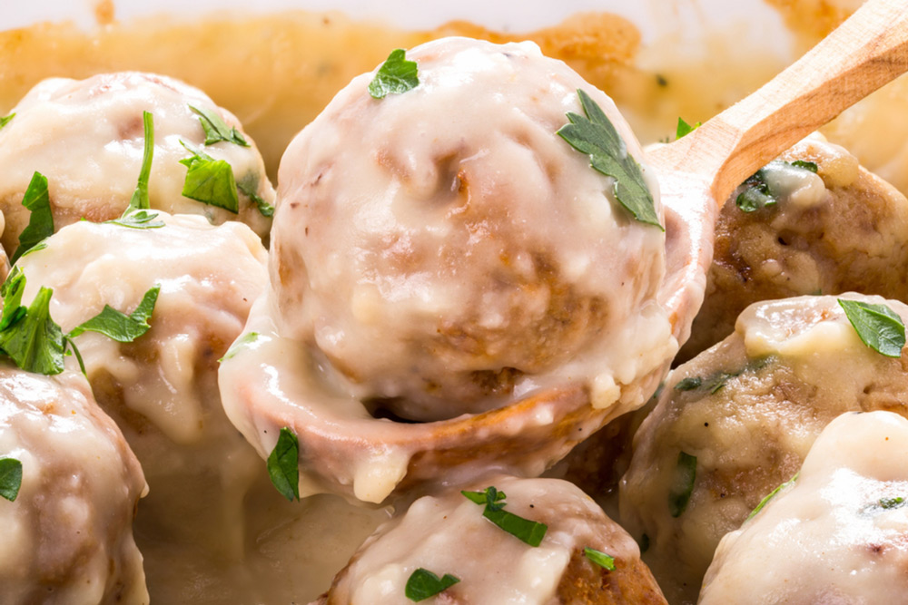 Chicken-Meatballs-In-Smoky-Cheese-Sauce