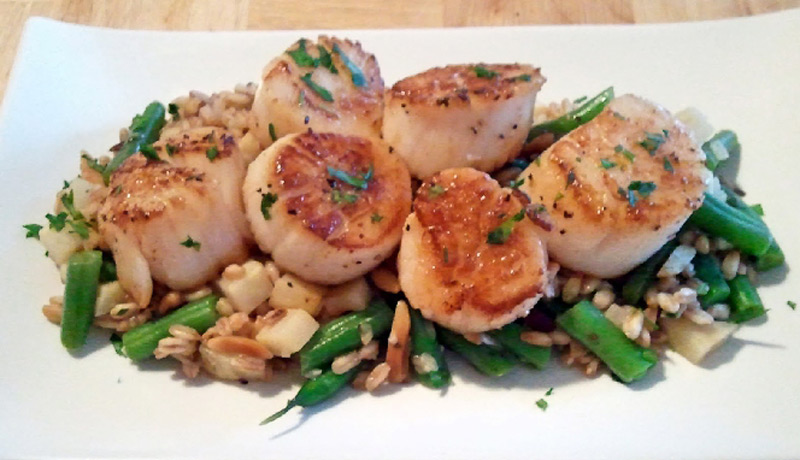Seared-Scallops-with-Brandied-Leeks-Mushrooms