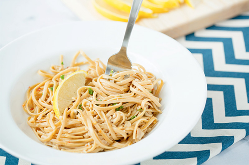 Skinny-Linguine-with-White-Clam-Sauce
