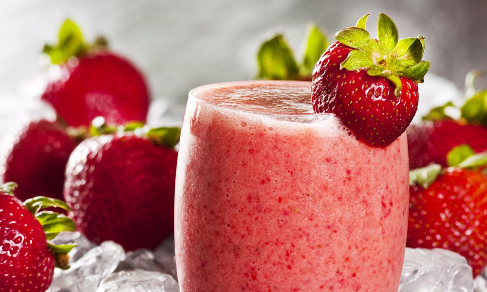 strawberry-oatmeal-breakfast-smoothie