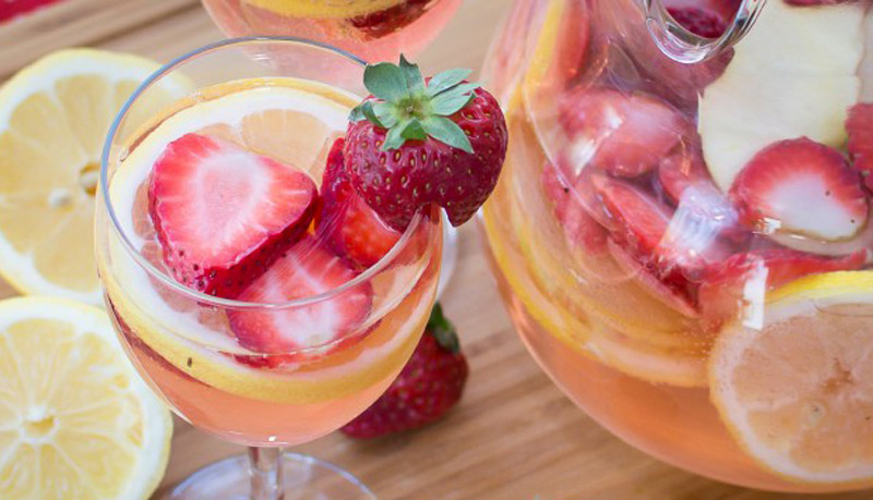 white-wine-strawberry-lemonade-sangria