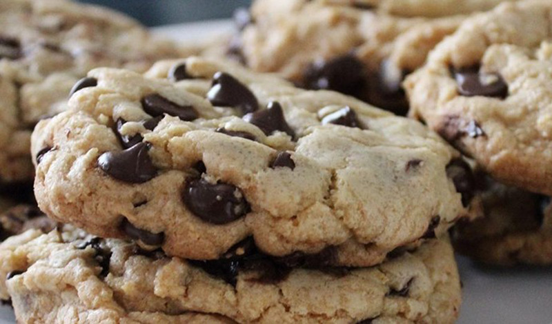 best-big-fat-chewy-chocolate-chip-cookie