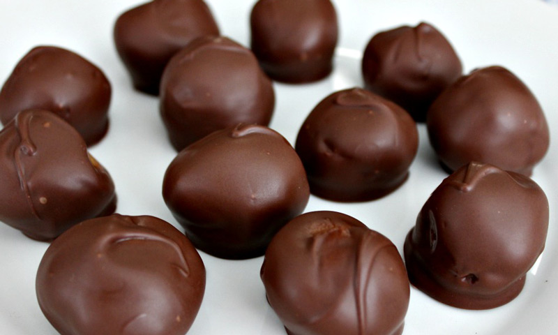 easy-chocolate-peanut-butter-balls