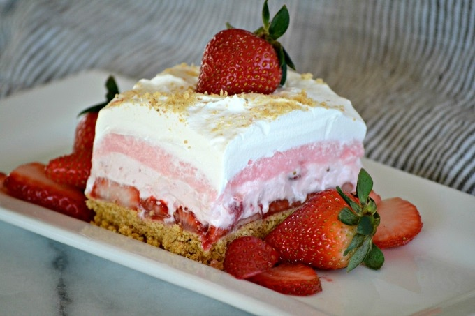 strawberry-cheesecake-dream-bars
